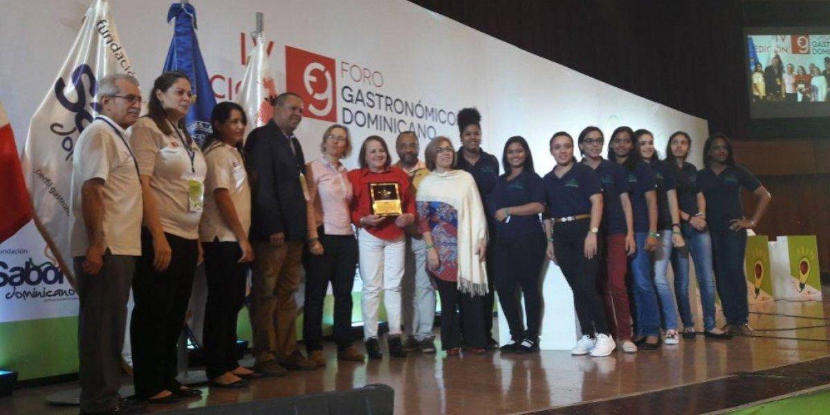 #TeVimosEn: Escuela Serranía es reconocida por trabajos en favor de la mujer dominicana