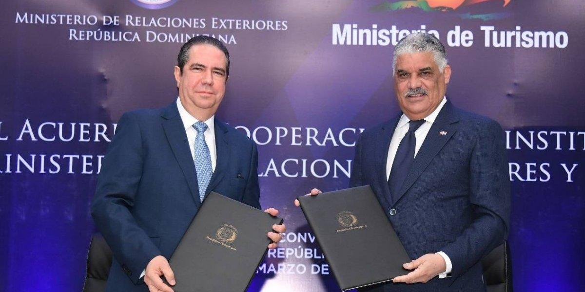 MIREX y MITUR suscriben acuerdo sobre promoción turística