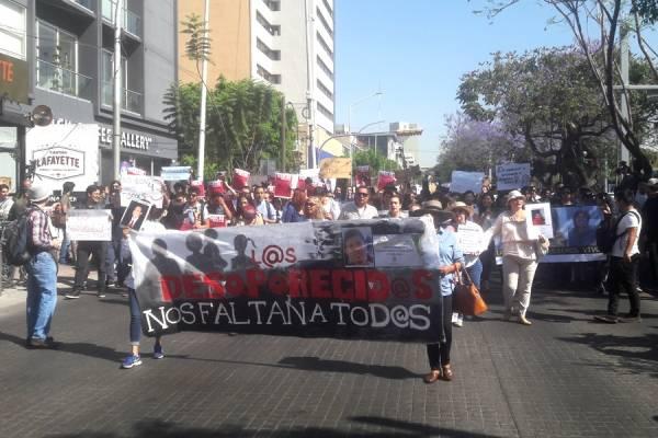 Marchan por los estudiantes de cine desaparecidos en Tonalá
