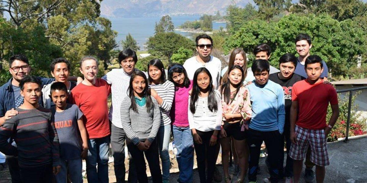 16 guatemaltecos buscan una beca para estudiar música en París