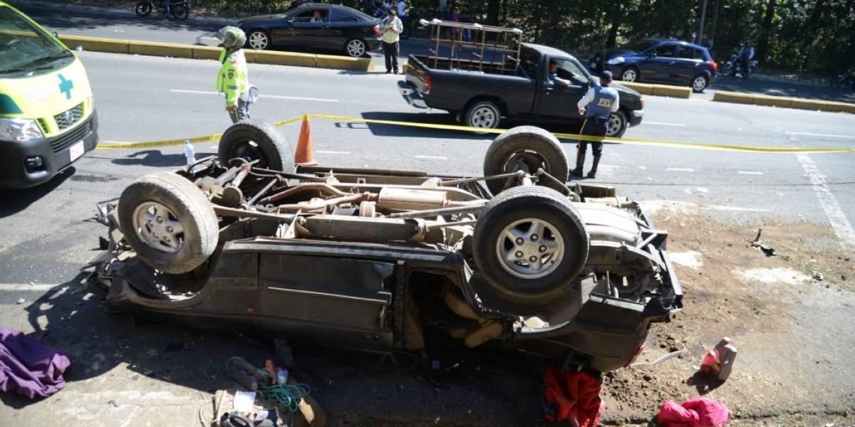 Un muerto y varios heridos por accidente de tránsito en zona 16
