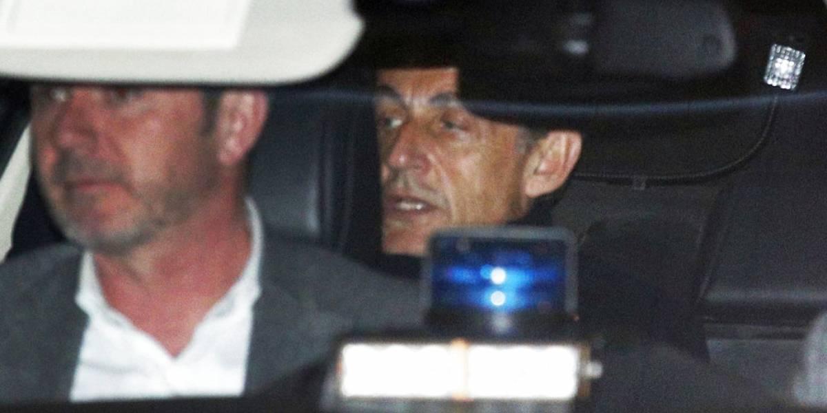 """""""Me acusan sin pruebas físicas"""": la defensa del ex presidente Sarkozy tras ser acusado de financiamiento ilegal en su campaña"""