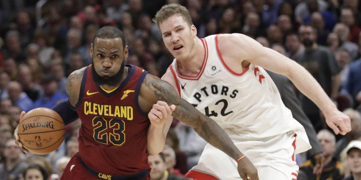 LeBron James aparece y sus Cavs le mandaron un claro aviso al líder Toronto