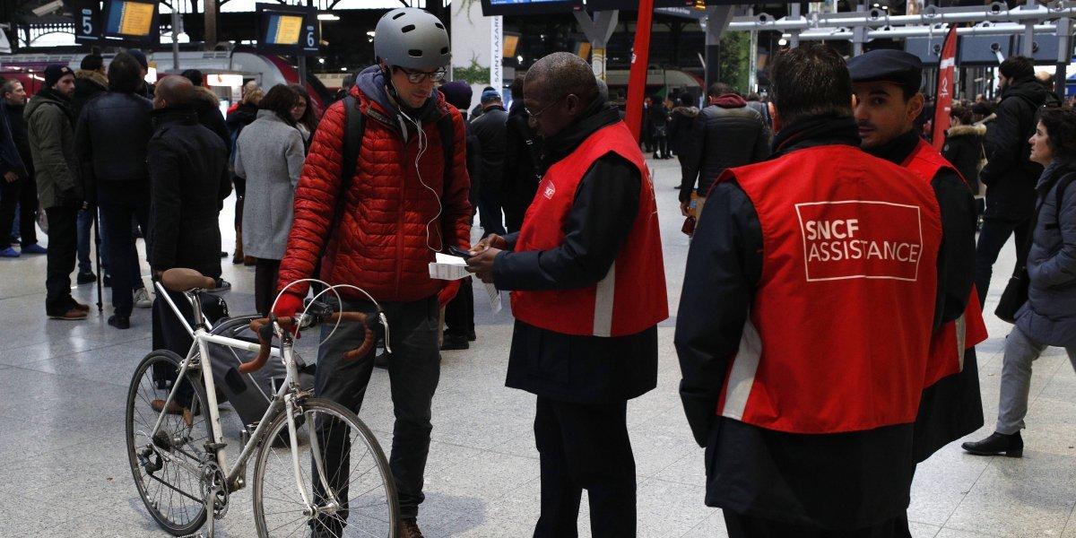 Protestas y paros alteran servicios públicos en Francia