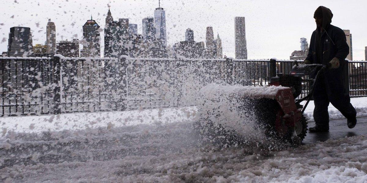 Nueva tormenta cubre de nieve noreste de EE. UU.