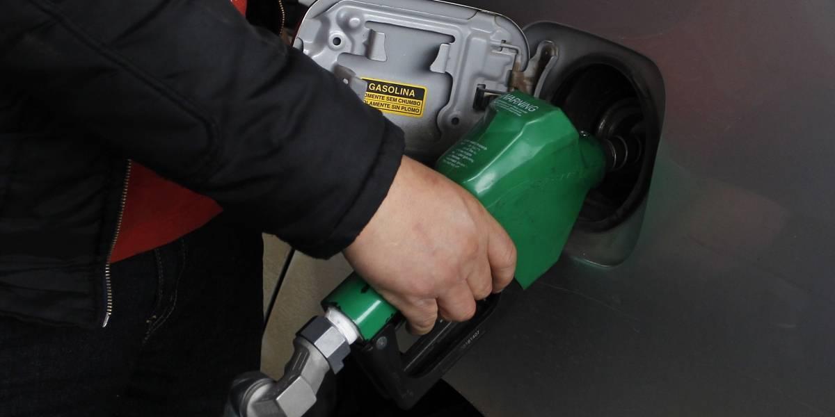 Conductores aliviados: precios del combustible siguen a la baja por sexta semana corrida