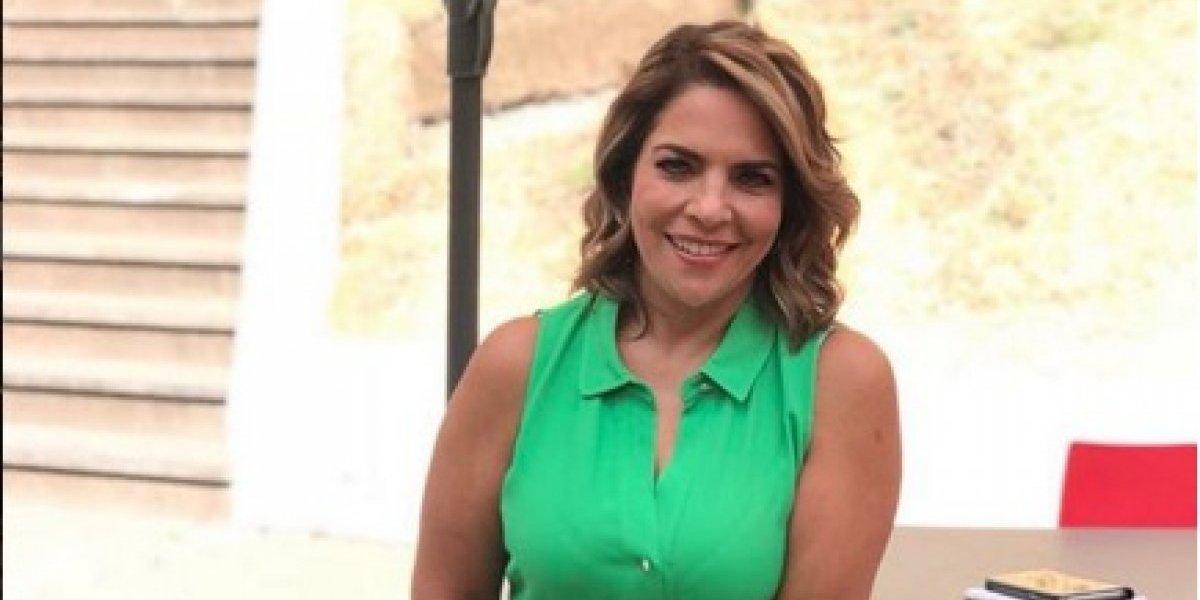 Presentadora mexicana presume espectacular figura en bikini a sus 50 años
