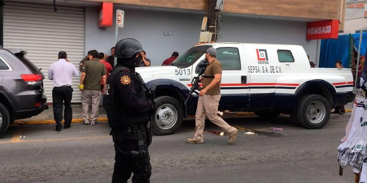 Asalto a camión de valores en el centro de Monterrey deja tres heridos