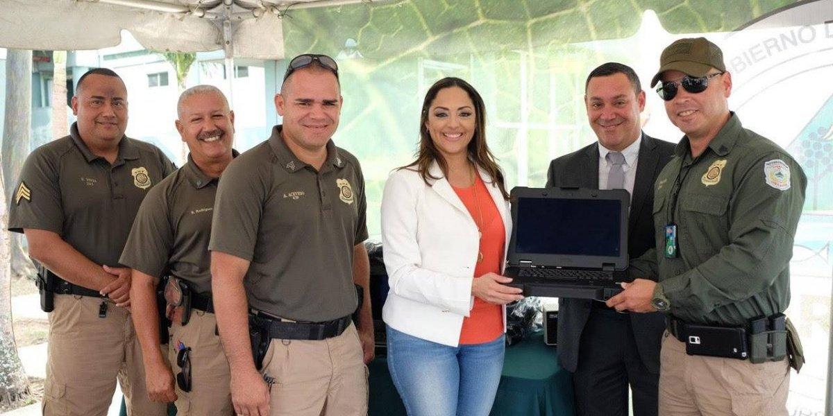 DRNA entrega nuevos equipos al cuerpo de vigilantes