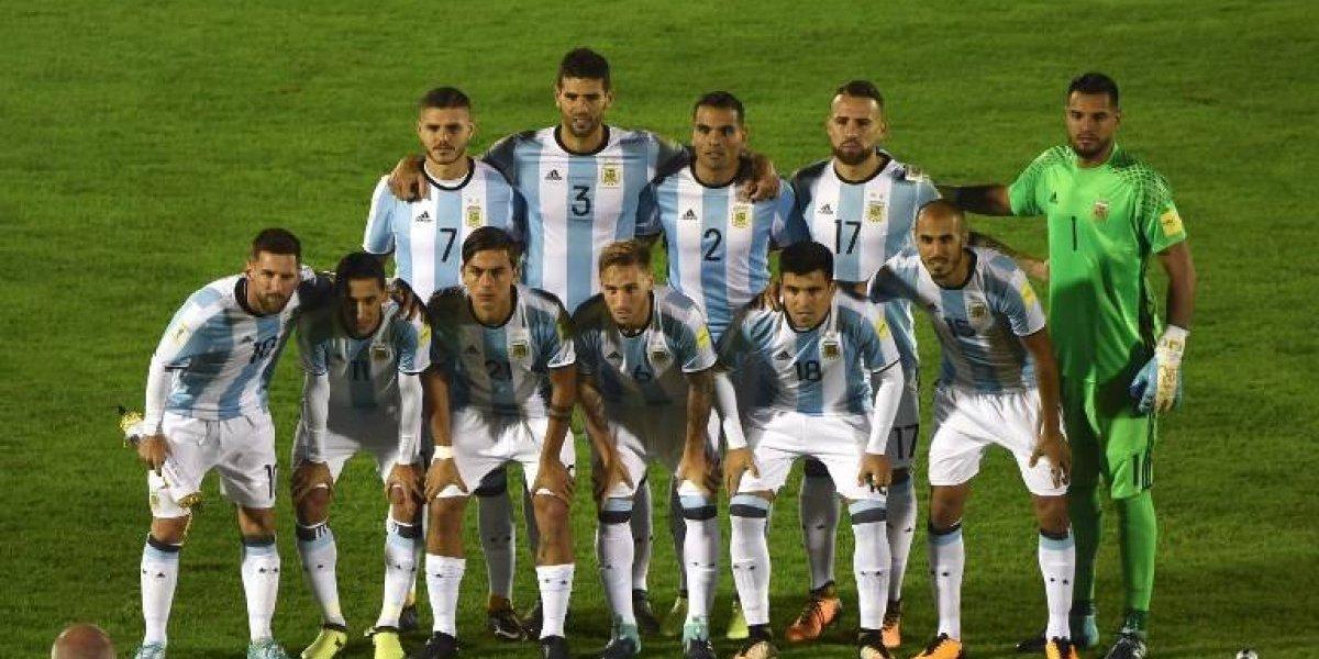 Fan muestra su álbum del Mundial y detalle de Messi lo hace viral