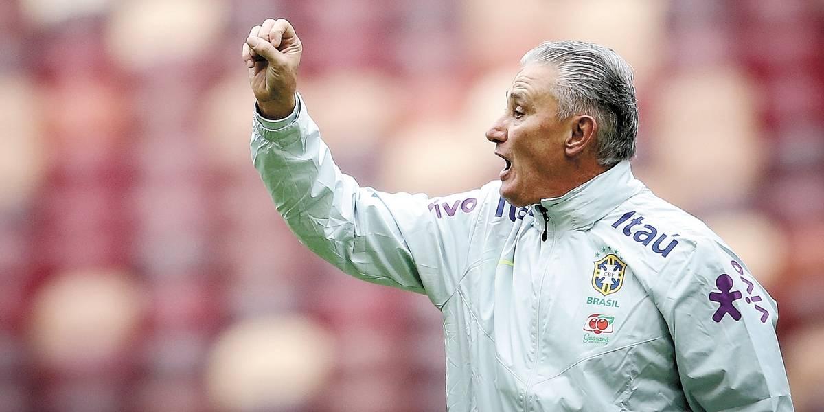 Tite esboça seleção com Fernandinho na vaga de Douglas Costa para terça