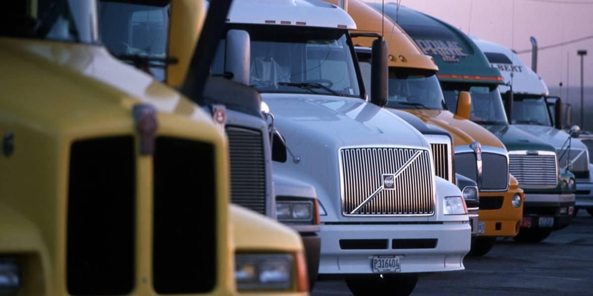 Caminhões com placas final 1 ou 2 devem ser licenciados em setembro