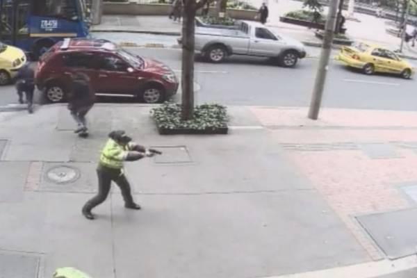 Patrullera se enfrenta a tiros con ladrón