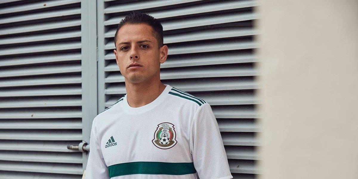 'Chicharito' Hernández corre a un seguidor de su Instagram