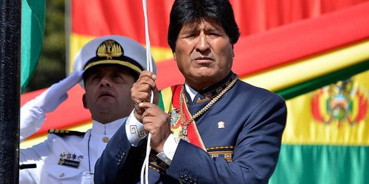 """""""Cómo siguen dándole cuerda a Evo Morales"""": indignación en redes sociales por cobertura de canales chilenos a celebración del Día del Mar en Bolivia"""