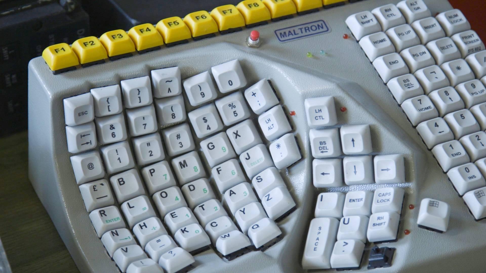 Video: ¡La colección de este hombre supera los 600 teclados!