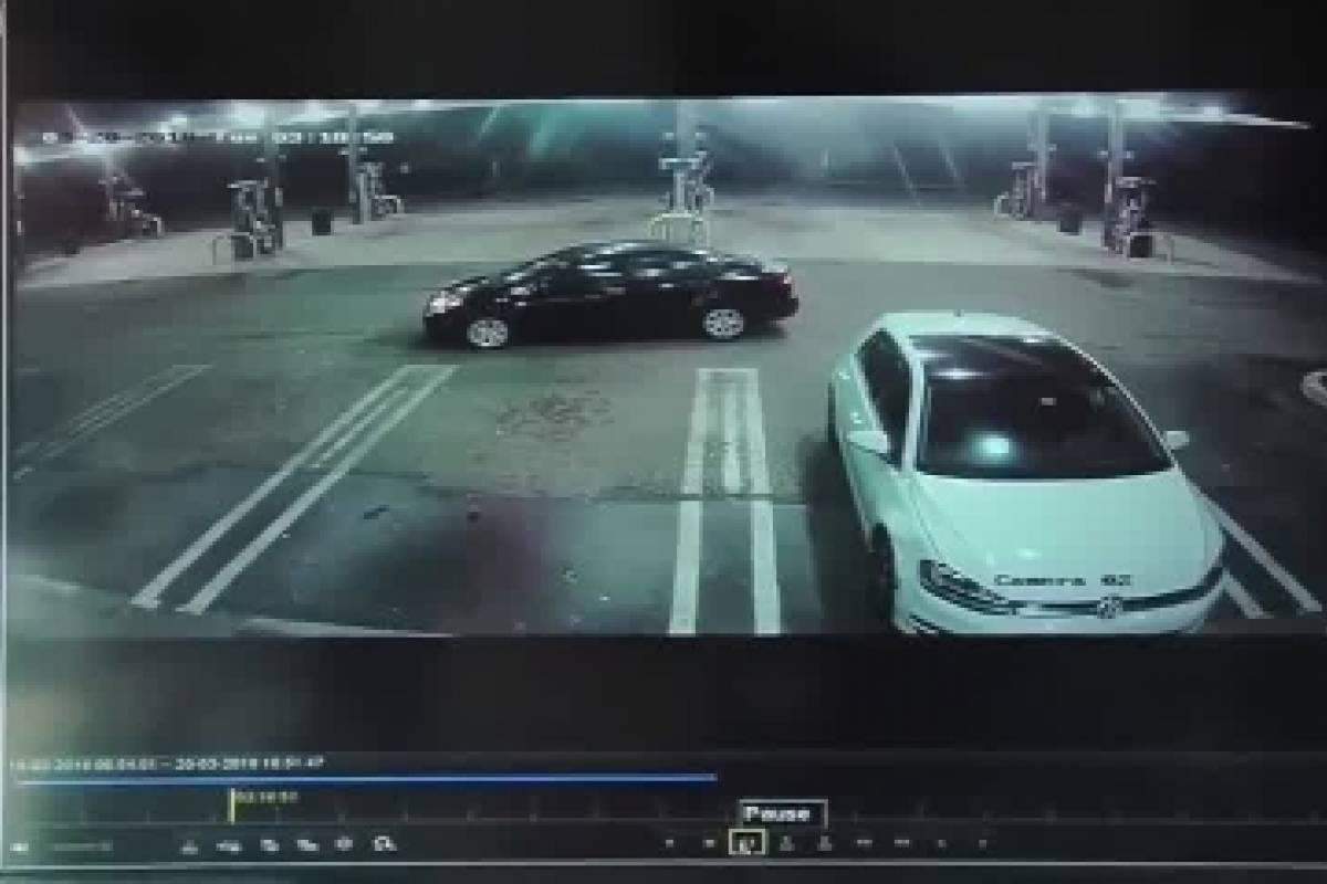 YouTube: Así reaccionó ladrón cuando encontró un bebé en auto que robó