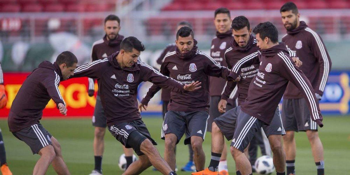 Cientos de aficionados llevan serenata a la Selección Mexicana en San Francisco