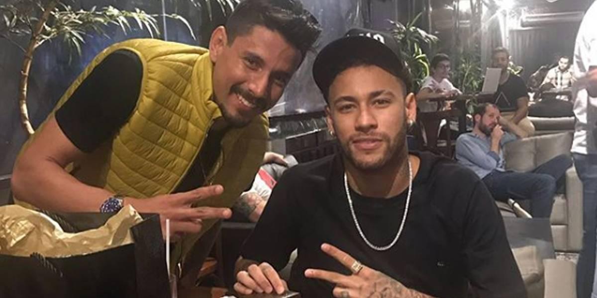 Neymar ganha anel de ouro cravejado com diamantes