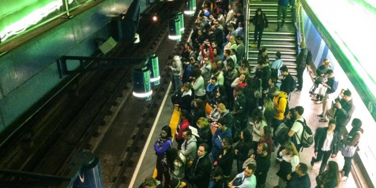 Metrô de SP começa a operar máquinas de venda de bilhetes