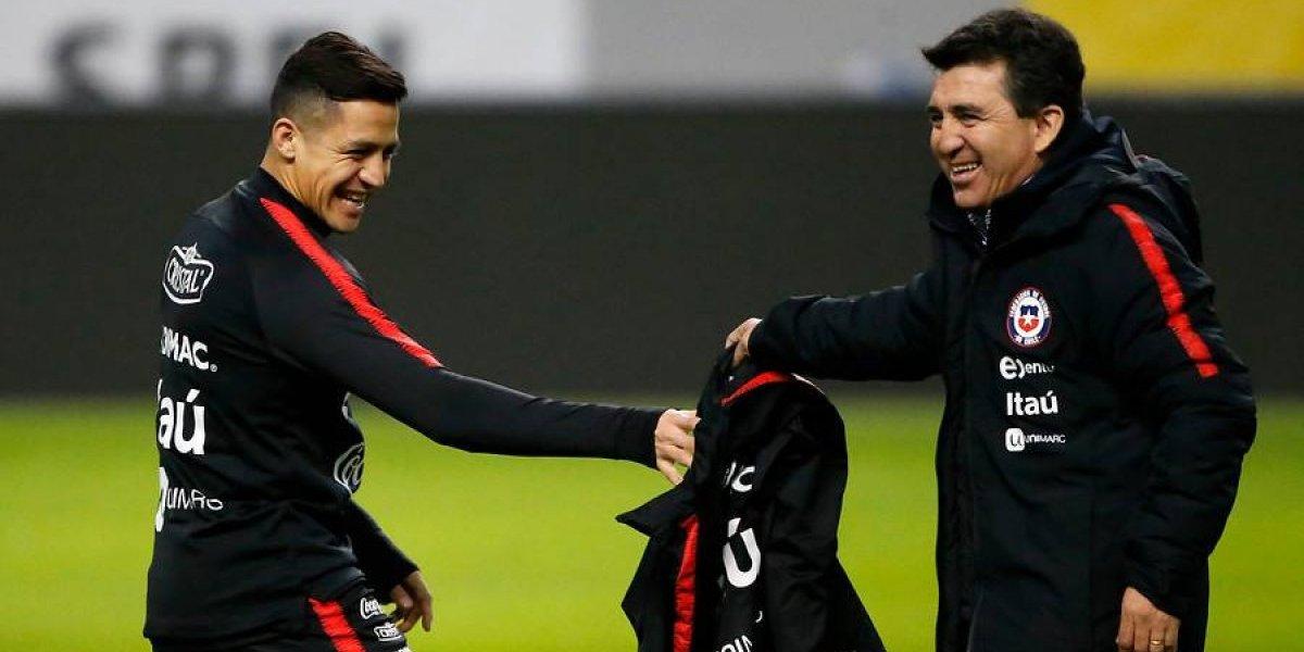"""Rueda destaca el compromiso de Alexis: """"Pensó en quedarse en su club, pero la pasión por la Roja hizo que viniera"""""""