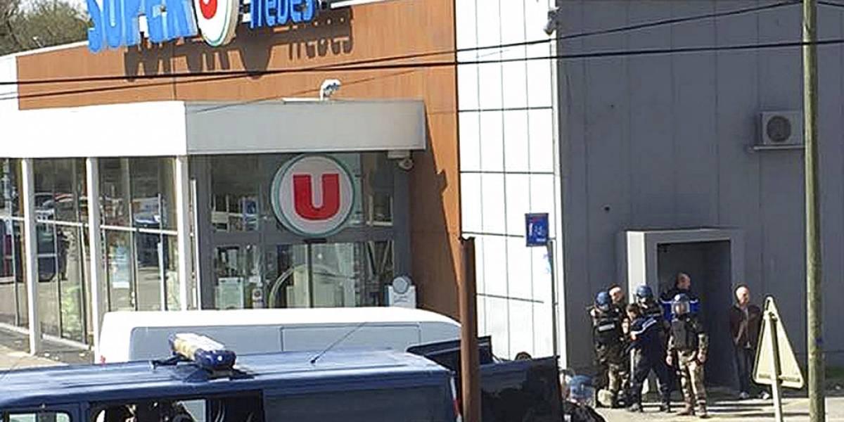¿Qué exigía el hombre que tomó rehenes en Francia y que mató a tres personas?