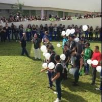 estudiantes despiden maestra