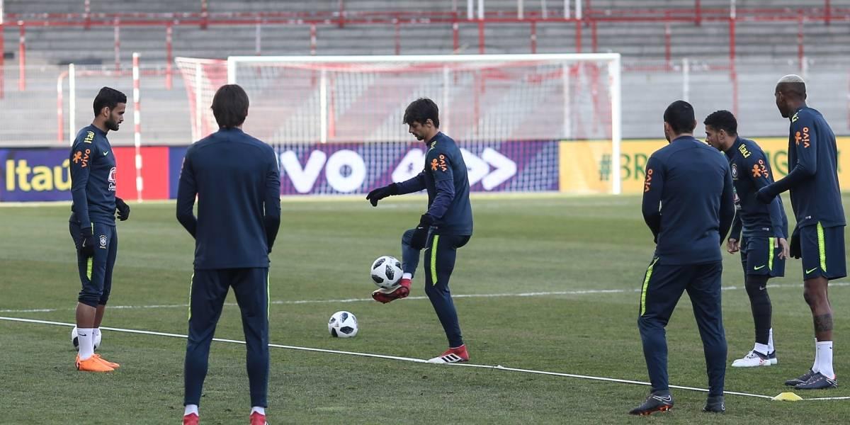 Brasil treina pela primeira vez em Berlim e titulares fazem trabalho físico