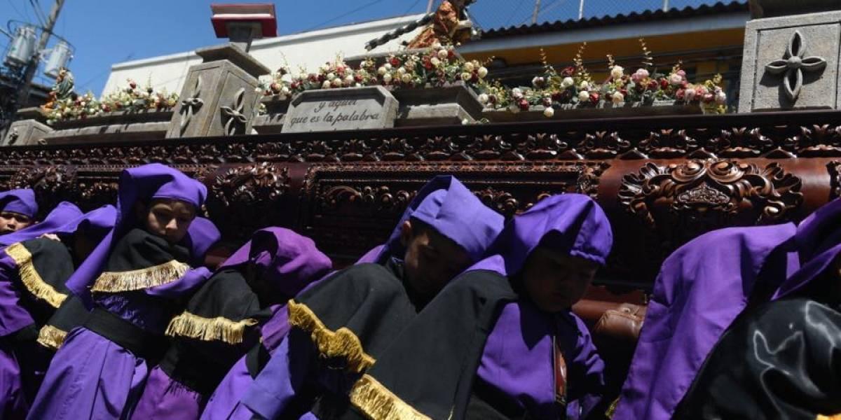 Pequeños devotos recorren Centro Histórico con el Niño Jesús de la Demanda