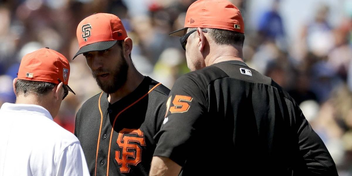 VIDEO: Pelotazo le fractura la mano a pitcher de los Gigantes de San Francisco