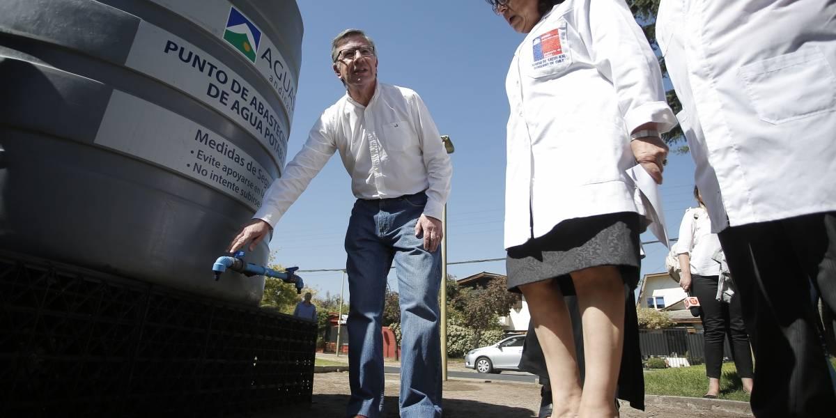 Malos olores en agua de Las Condes y La Reina: Fiscalía Oriente y PDI investigan vertido de sustancia tóxica a acueducto