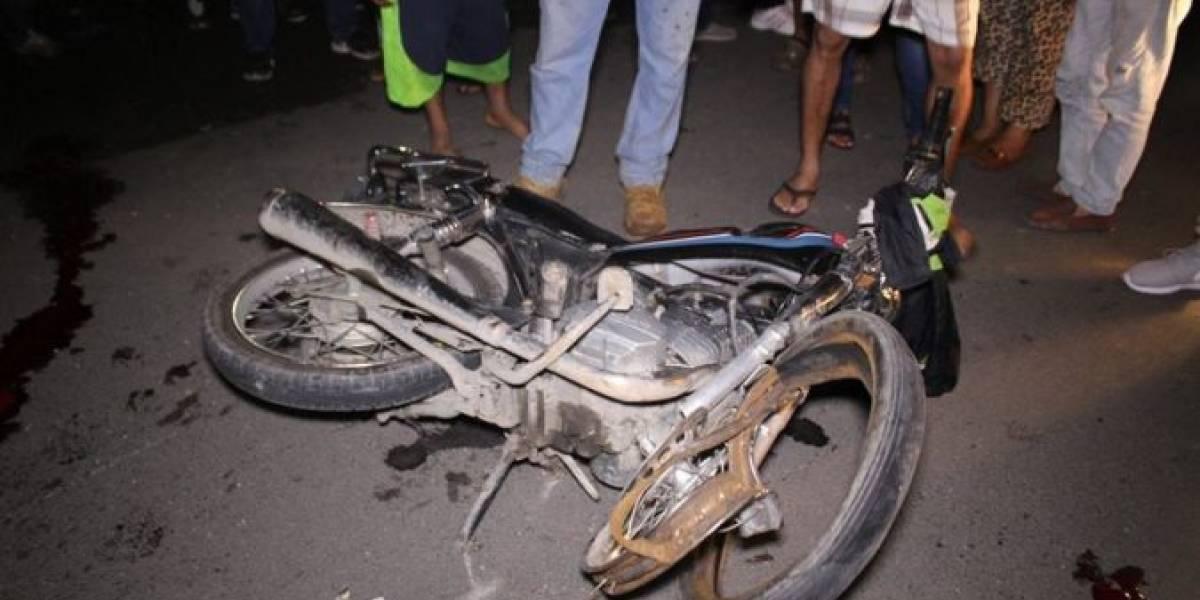 Mueren cinco jóvenes en choque de dos motocicletas en Moca