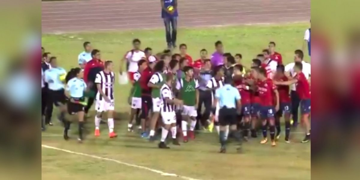 VIDEO: Partido de Cimarrones y Atlante culmina en pelea