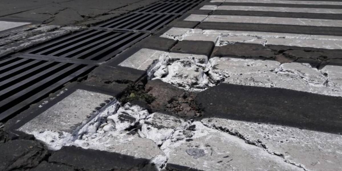 A falta de concreto pintaron cebras sobre huecos sin tapar en ciudad colombiana