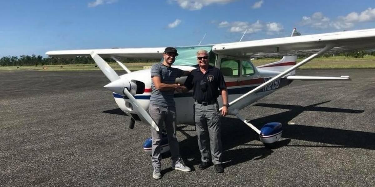 Estudiante puertorriqueño pasa examen para ser piloto