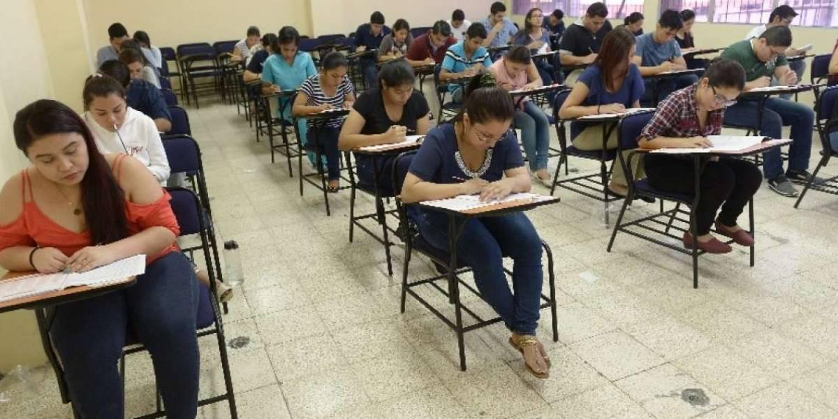 Estudiantes y profesionales de Medicina, Enfermería y Odontología rinden examen