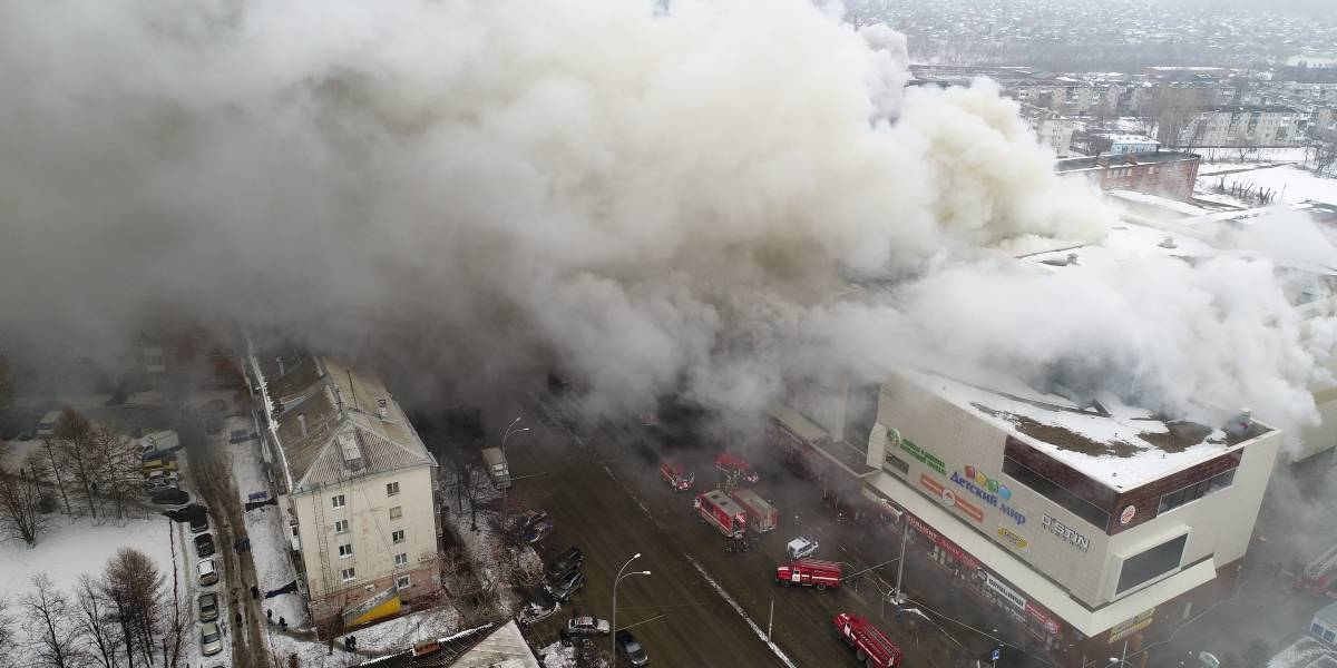 Víctimas saltan por las ventanas para huir de incendio en Rusia