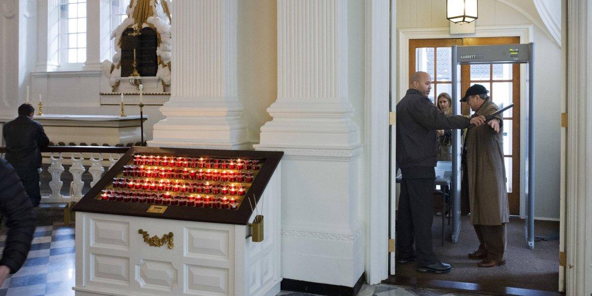Iglesias en Nueva York instalan detectores de metal