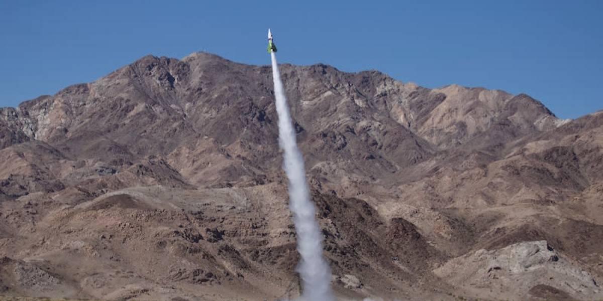 Construyó su propio cohete para probar que la Tierra es plana pero nada salió como esperaba