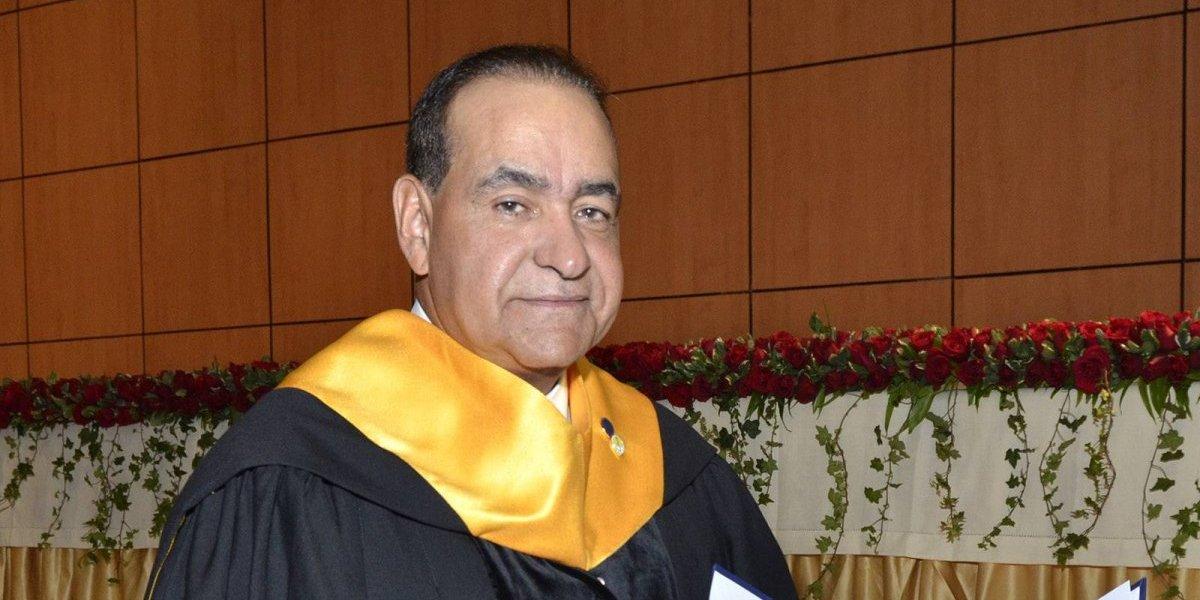 UASD entrega reconocimiento al doctor Julio Amado