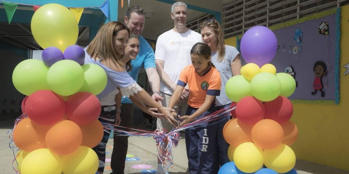 Exsecretario de Educación federal trae ayuda a escuela en Cataño