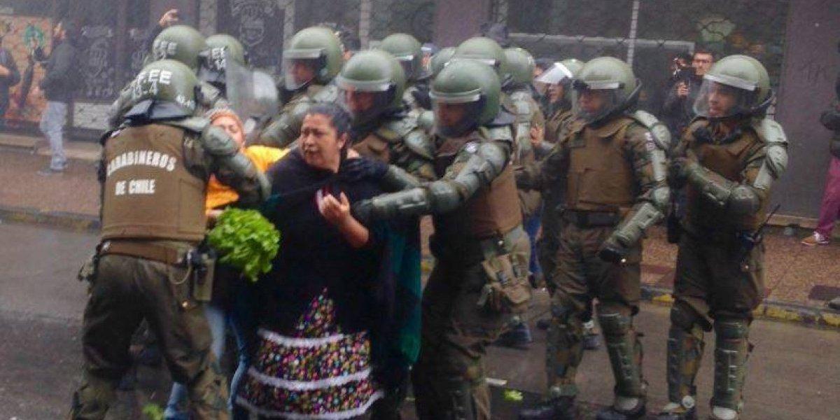 Medio alemán se sorprende y critica que Carabineros detenga a vendedores mapuche de verdura en Temuco