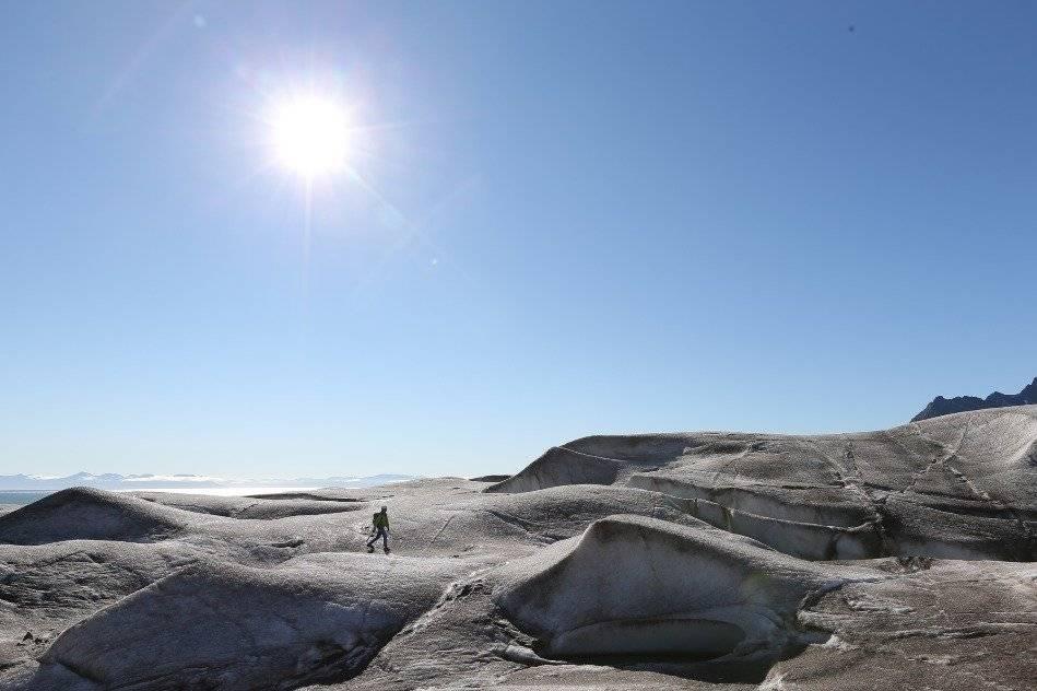 """La serie """"One Strange Rock"""" es una travesía visual que alterna lo microscópico con lo cósmico y revela al planeta bajo una lente extraterrestre. Foto: National Geographic"""