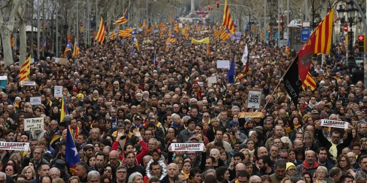Manifestantes se toman las calles de Cataluña tras arresto de Puigdemont