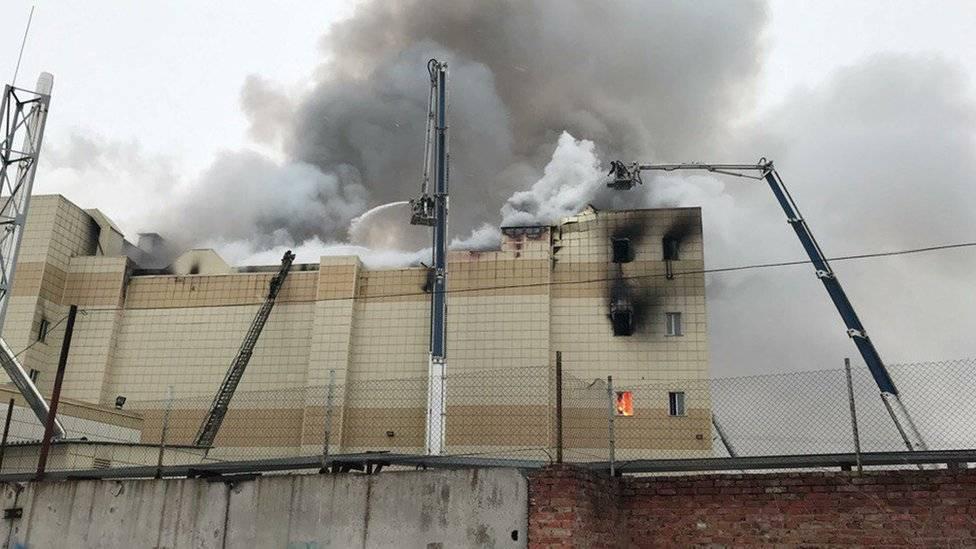 El techo de dos salas de cines se derrumbó, según informaron las autoridades. Reuters