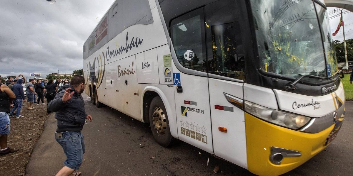 Caravana de Lula é recebida com protestos no Paraná