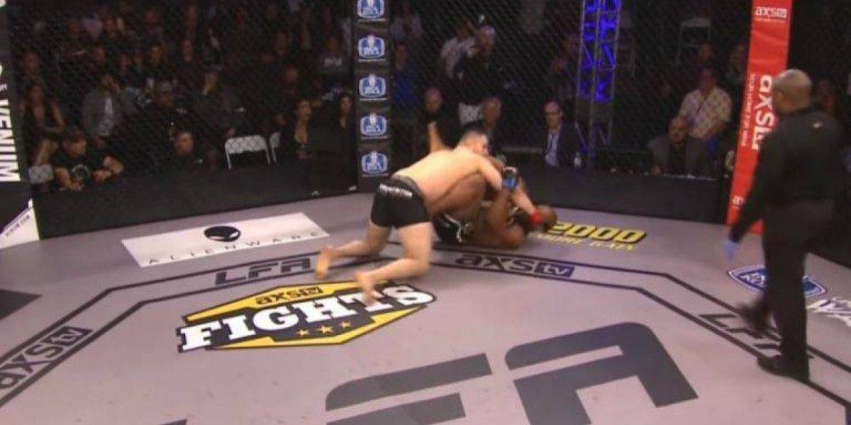 VIDEO: Luchador de MMA golpea a su oponente que ya estaba noqueado