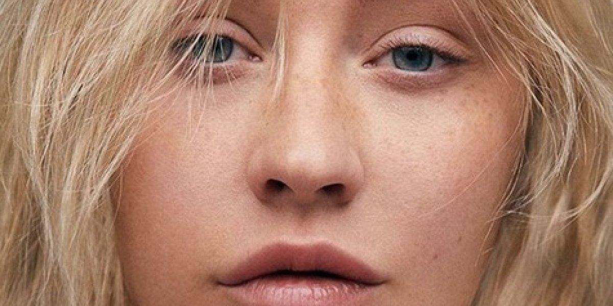 Christina Aguilera luce irreconocible en portada de revista