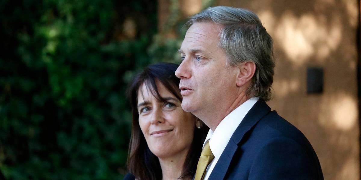 J.A. Kast y su esposa son premiados en Vitacura por proteger la vida del no nacido
