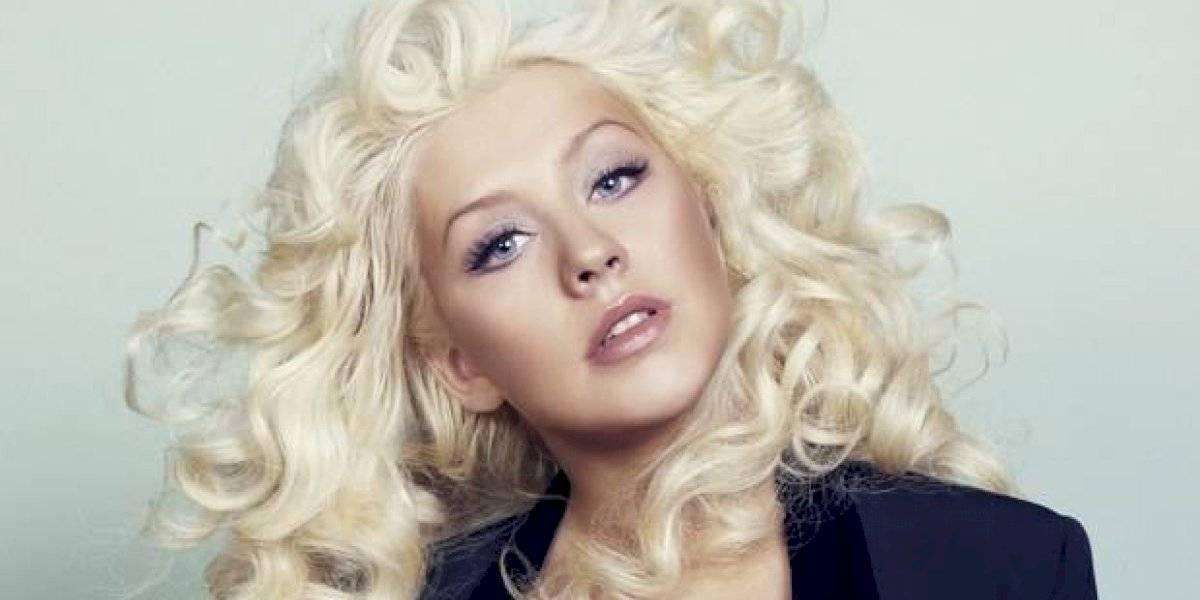 """Christina Aguilera en la premier de """"The Addams Family"""" y su extraño ojo se lleva la atención"""